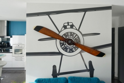 Un sticker mural avion sur mesure